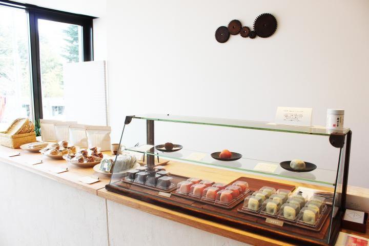 2015年11月、仙台市中心部の路地裏のビルにオープンした「和菓子 まめいち」。地元出身の女性職人が作る優美な上生菓子が、早くも話題を呼んでいます。