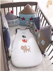 Tour de lit petites maison. L'idée peut être utilisée avec d'autre chose (voitures, chats...)