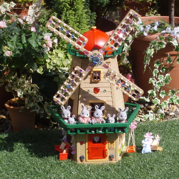17 best images about sylvanian families calico critters for Fully decorated homes