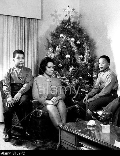Dexter King, Coretta Scott King, Martin Luther King III prepare for their first Christmas after the assassination of Martin Luth Stock Photo