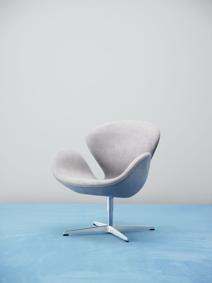 Fritz Hansen Swan chair in upholstery textile Waterborn. Waterborn is a groundbreaking sustainable microfibre textile designed by Aggebo & Henriksen, which makes much less of an impact on the environment than conventionally produced microfibre fabrics.