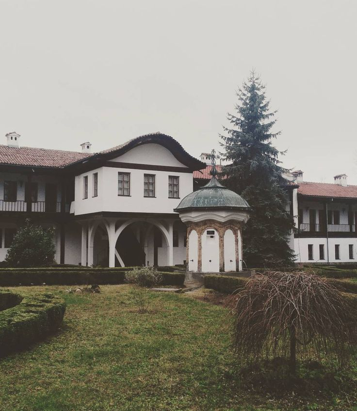 Last stop of this amazing weekend getaway - built on the northern slopes of the Balkan mountain overlooking a stunning view, played an important role during harsh time of the Bulgarian history - Sokolki Monastery. #weekendtrip #getaway #bulgaria #visitbulgaria #beautifulbulgaria #monastery #gabrovo #views #balkanmountains #history #tourist #friends #travelling #travellingmakesmehappy #22daystillchristmas #winter #december #exploringbulgaria #sokolskimonastery