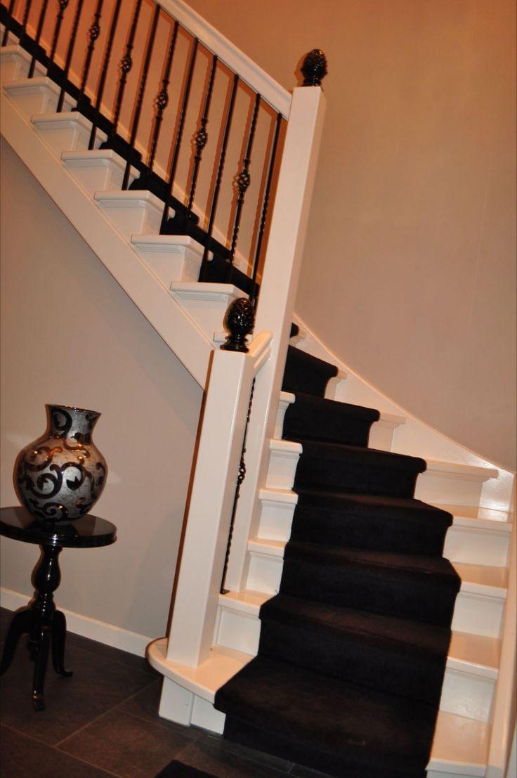 Meer dan 1000 idee n over verf trap op pinterest trappen geschilderde trapplanken en trap lopers - Entreehal met trap ...