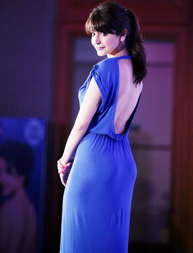 Anushka Sharma showing her sexy back! #Bollywood #Fashion #Style
