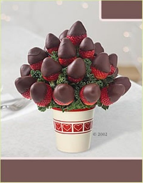 26 Valentine's Day Décor Ideas With Flowers, Fruit and Berries | DigsDigs