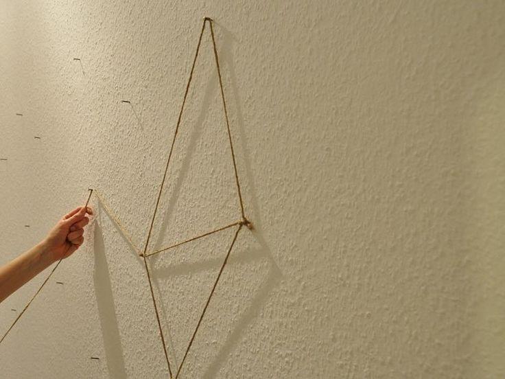 Elegant DIY Anleitung Geometrische Fotowand aus Kordel gestalten via DaWanda