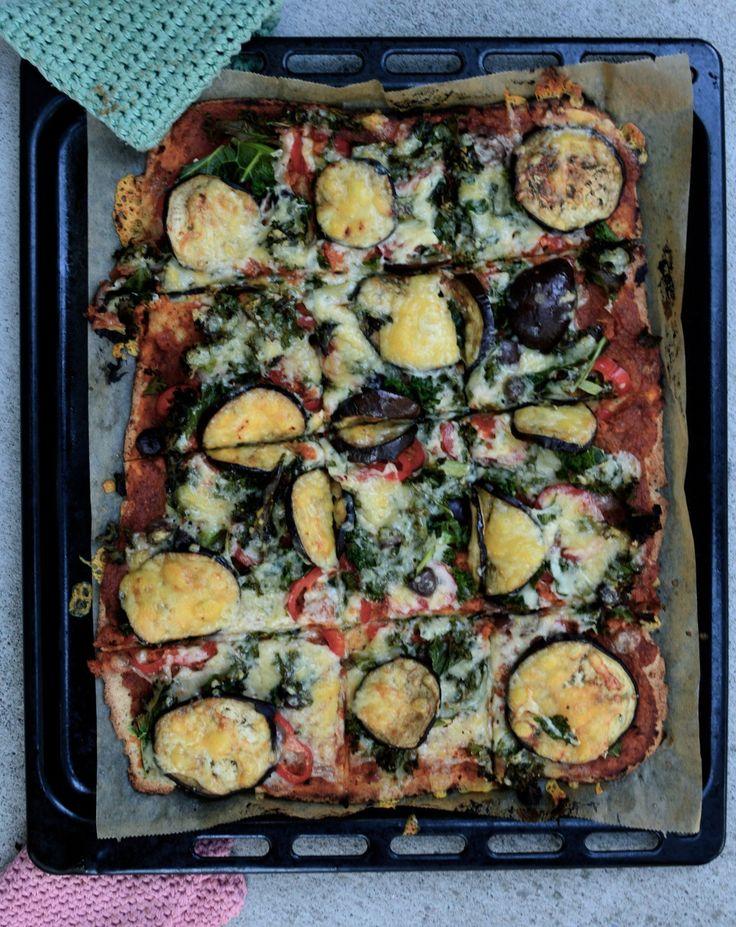 Pizza med aubergine och grönkål