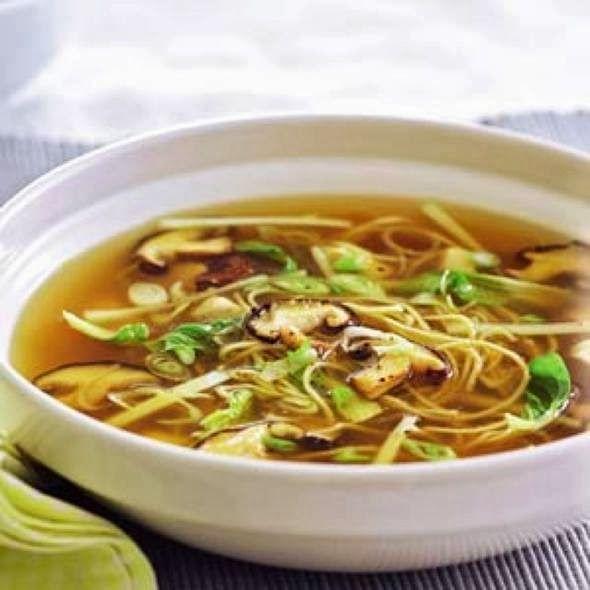 Eet je slank!: Zelfgemaakte noodelsoep met kip en paddenstoelen