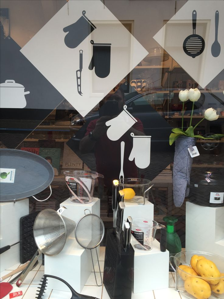 Window display with kitchen utensils for De Leuke Keuken in Edam the Netherlands. By Man-Made Design Amsterdam.