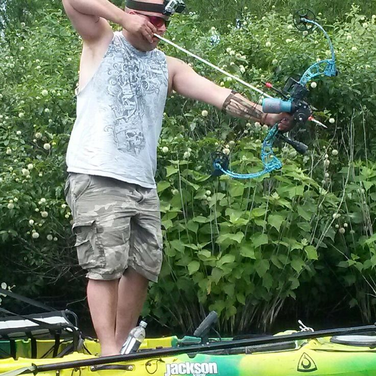 Bowfishing with my Jackson kayak Cuda 12. Using PSE Wave and AMS bottle reel.