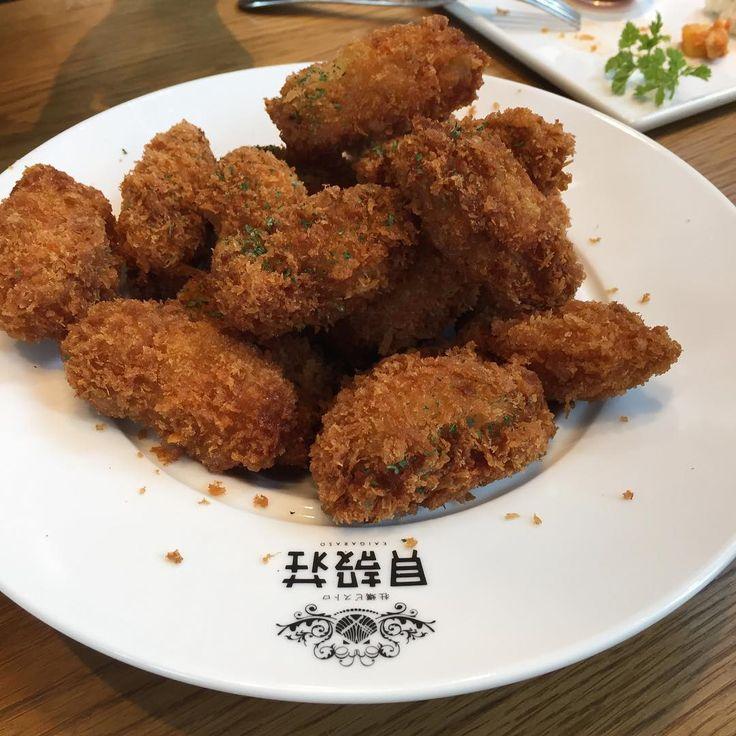冬と言えば牡蠣ですね。牡蠣には色々な料理がありますが、その中でも人気なのが牡蠣フライ。外はサクサク中は濃厚でクリーミーな牡蠣フライはいくらでも食べれちゃいますよね。そんなみんな大好きな牡蠣フライが1200円で食べ放題という夢のようなお店が飯田橋にありました。今回はその魅力をご紹介致します。