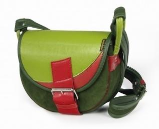Trendy handtasche aus  leder.    Material: eine Kombination aus Leder und Wildleder     Größe: ca. 30 x 24 x 8,5 cm(B,H,T)    Format: A5    Riemen: ei