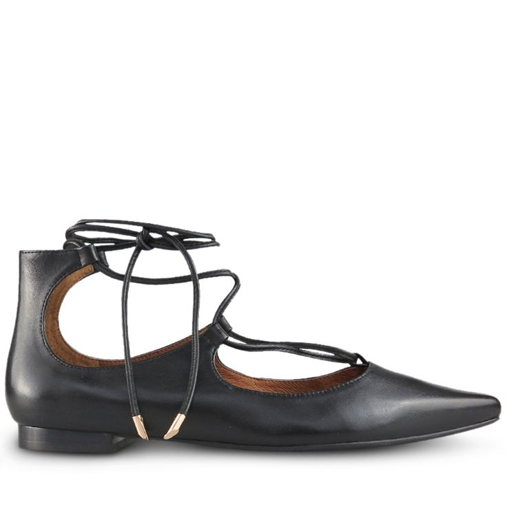 The Shary is the perfect shoe to update your wardrobe.  Wear with jeans or skirt.