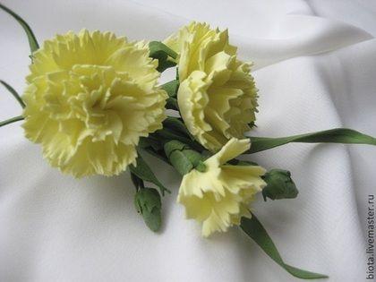 Броши ручной работы. Ярмарка Мастеров - ручная работа Желтая кустовая гвоздичка. Бутоньерка. Handmade.