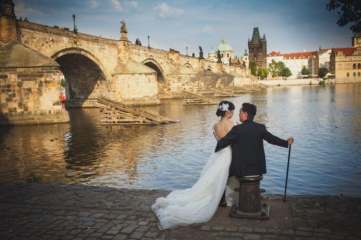 Pre Wedding Best of in Prague: a the Charles Bridge: http://pragueweddingphotography.com