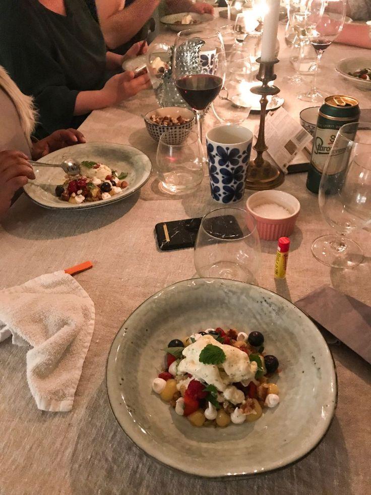 Desserten innehöll: Smörstekt smulad sockerkaka, italiensk maräng, lemoncurd, bär och Kims hemgjorda glass med mynta och lime.