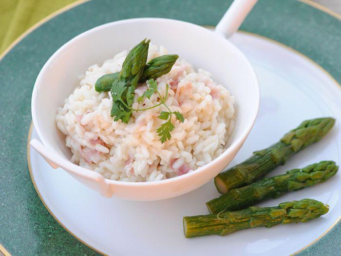 Découvrez la recette Risotto de lotte aux lardons et pointes d'asperge sur cuisineactuelle.fr.
