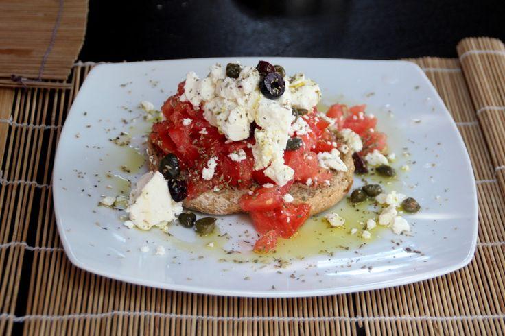 Grèce #1 Donoussa - Dakos Salad http://leonieprasline.canalblog.com/archives/2013/09/02/27935999.html