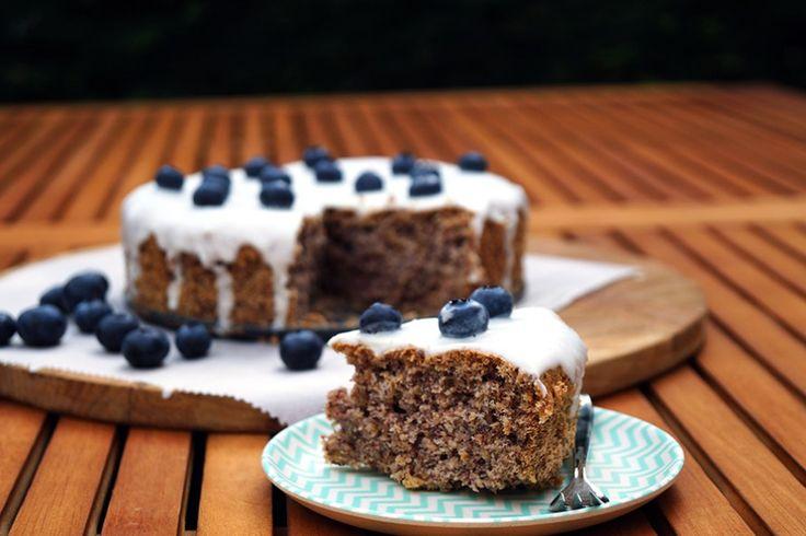 glutenvrije taart met bosbessen en suikervrij glazuur