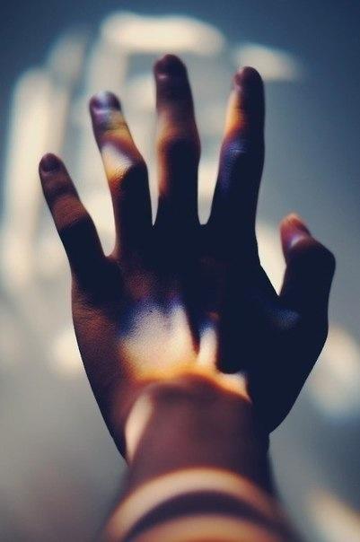 радужные блики на руках #body #habit