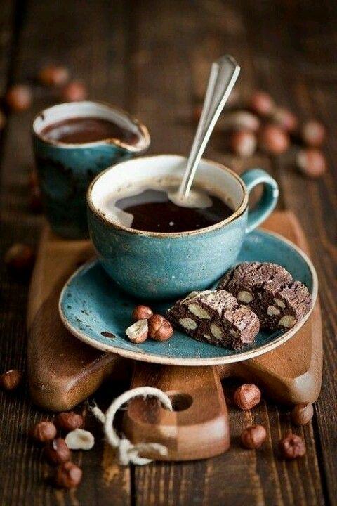 coffe.#Café en el #Mediterráneo, turquesa el mar, #frutossecos en el dulce