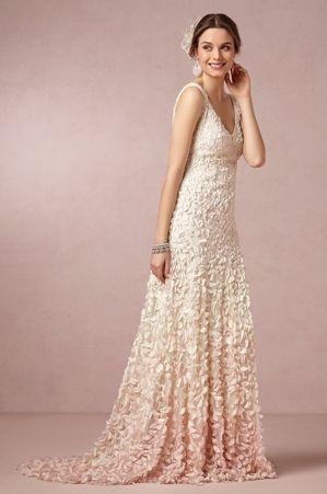 Hódít az ombré esküvői ruha!