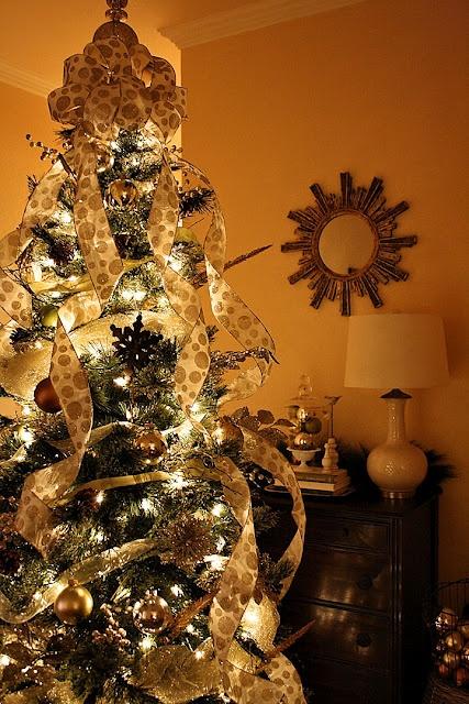 Christmas color scheme gold natural christmas trees - Christmas tree color schemes ...