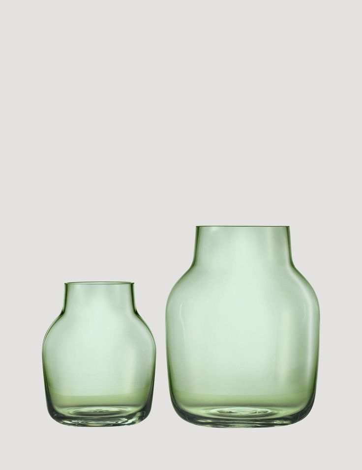Design-Vase Silent von Muuto: Schlicht und stylisch, ohne der Blume ihre Aufmersamkeit zu entziehen