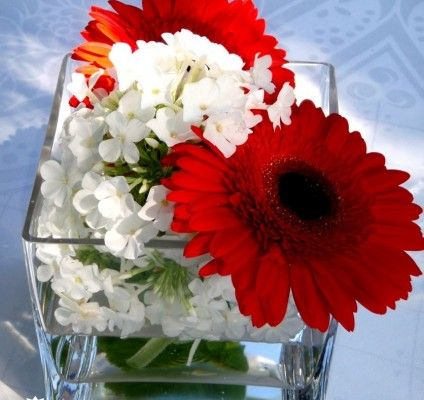 Red and White, what a great association for a nice #summerparty #corporatevents #flowers