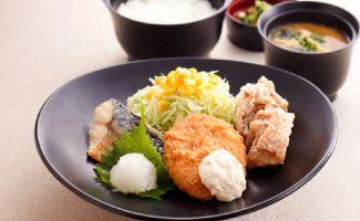 焼きさば&白身魚フライ&鶏の唐揚げ膳