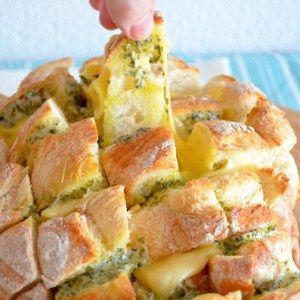 Lekker borrelbrood met kaas en kruidenboter