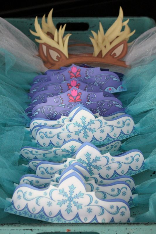 Frozen themed party hats FREE PRINTABLES!