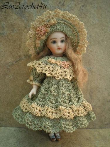 Victorian Doll Dress - Fits a 5½ inch doll.