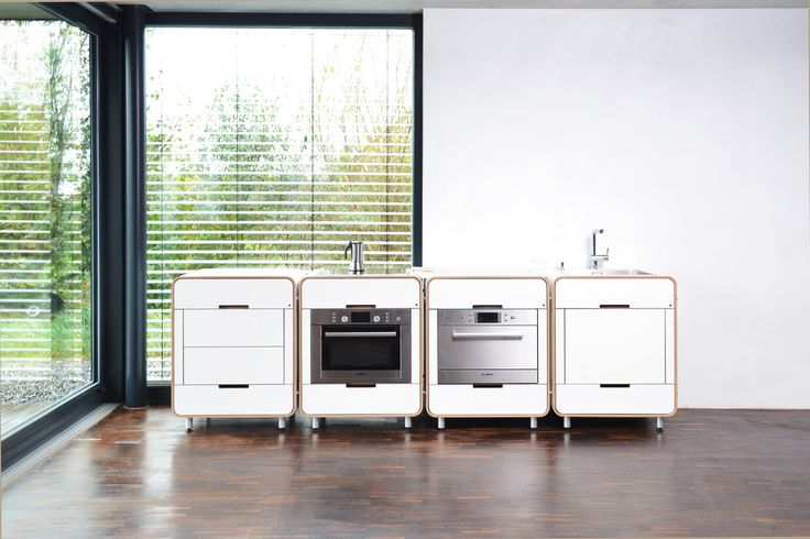 Białe kuchnie, kuchnie w stylu lat 50tych, białe meble kuchenne. Zobacz więcej na: https://www.homify.pl/katalogi-inspiracji/13222/wyjatkowe-biale-kuchnie