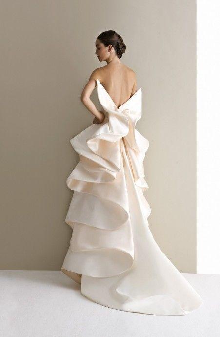 Uno dei più suggestivi ed emozionanti abiti firmati @antoniorivamoda <3  #cool #LMB #LaMaisonBlanche #AntonioRiva #bride #dress