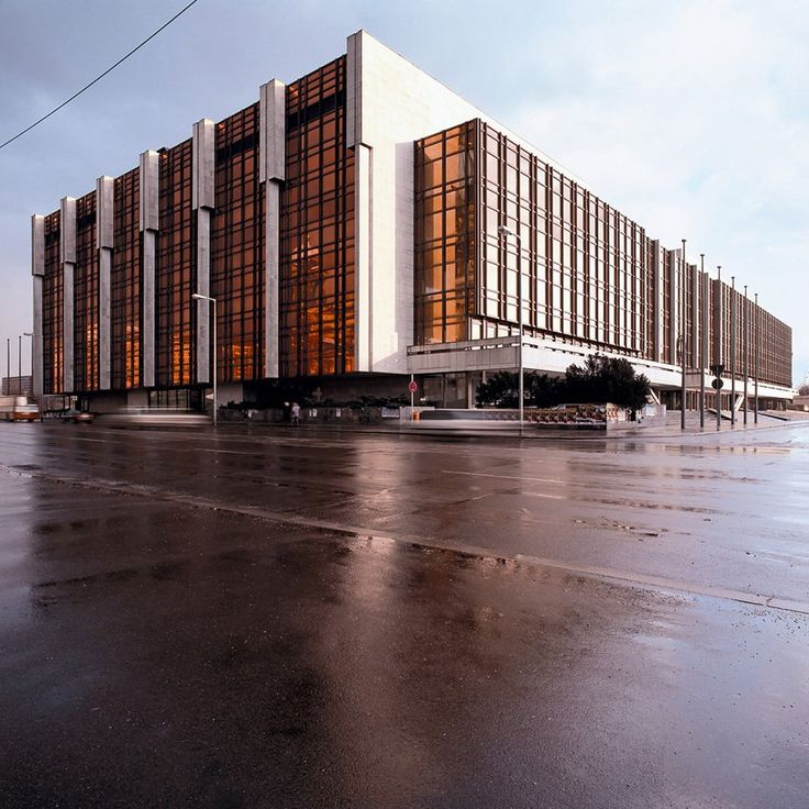 Der Palast der Republik | Photo by http://thorstenklapsch.de/architecture/palast-der-republik