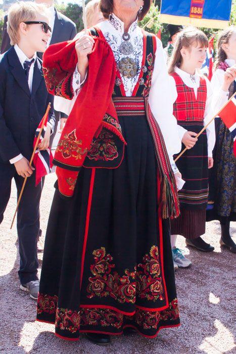 デザイン性抜群! 細かいディテールが美しい民族衣装 Photo: Asaki Abumi