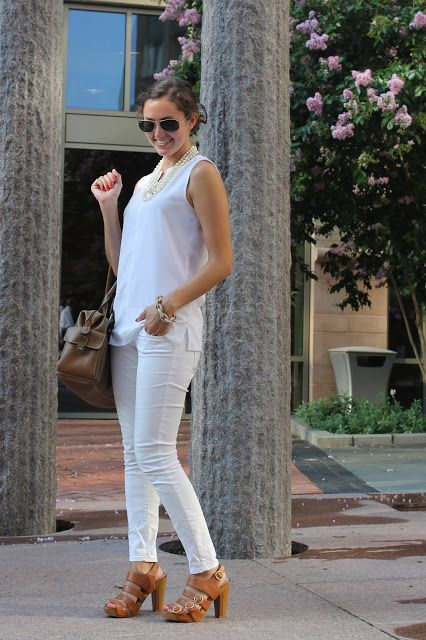 2 Girls, 2 Cities: (Almost) Head-to-Toe White