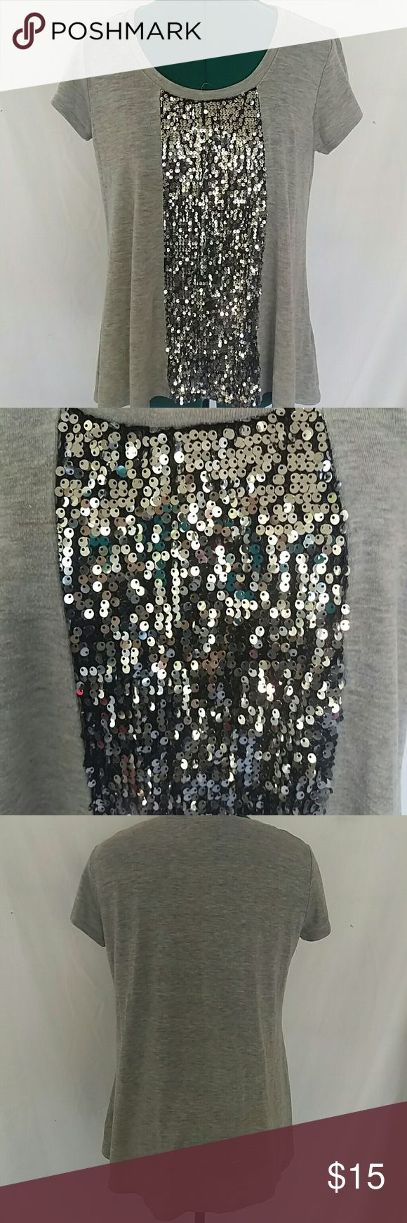 Gray Sequin Apostrophe petite shirt Gray sequin Apostrophe shirt. Great condition, no missing sequin from what I can see. Size Medium Petite. Apostrophe Tops Tees - Short Sleeve