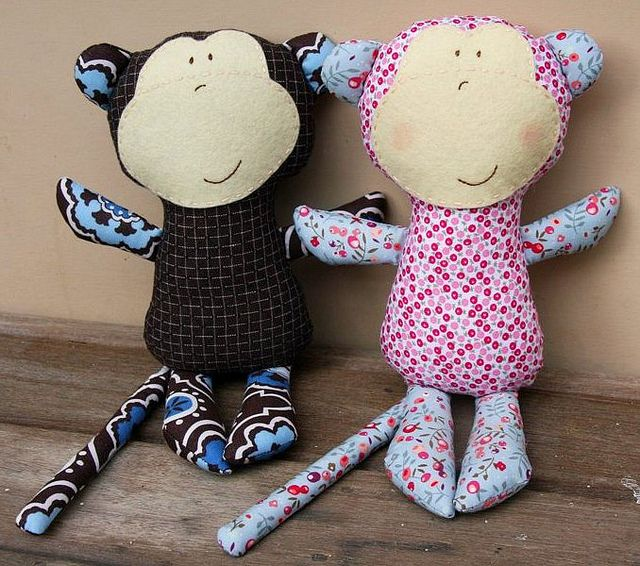 Mabel and Brian monkey by Hazelnutgirl, via Flickr.  These monkeys are HILARIOUS!!!  I WANT ONE!!!