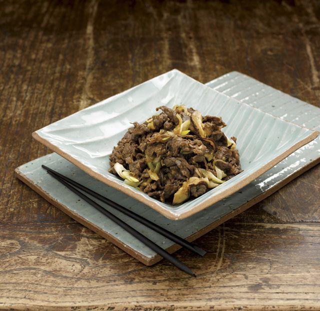 Bulgogi: feito com fatias finas de carne marinadas com uma mistura de molho de soja e frutas grelhadas. É um prato levemente adocicado, que ...
