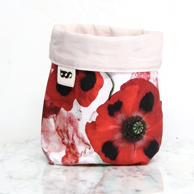 Our little fabric pots have been popular coming up to Christmas - we have sold out in the Hydrangea and Red Rose designs but still have some of the Poppy design available online. A great little Christmas gift to hold small trinkets ♥️