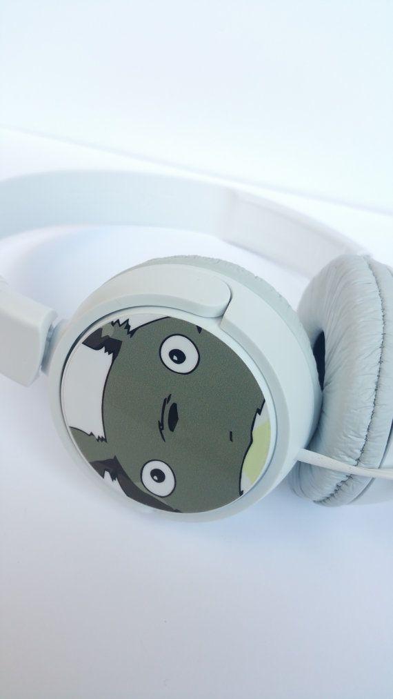 Les écouteurs de Totoro sont ici ! Avec eux, vous pouvez apprécier les films de Miyazaki et sa bande-son excellente qualité sonore !  Sony casque avec sangle  Poids du produit : 118 g Dimensions du produit : 20 x 15 x 3,5 cm  Autres caractéristiques : pliable, 12-22 000 Hz Inclus les composants : mode demploi, carte de garantie Connectivité de haut-parleur : 3,5 mm Facteur de forme de casque : diadème ouvert Piles ou batteries nécessaire non Description de linterface réseau : filaire Nombre…