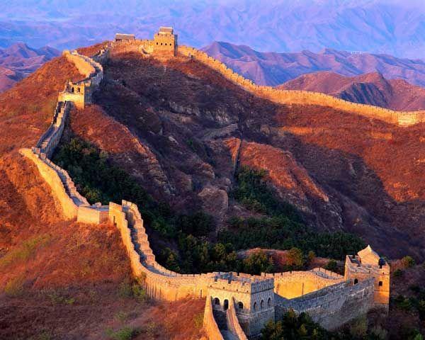 LA GRAN MURALLA CHINA Es una antigua fortificación china, construida y reconstruida, entre los siglos V a.C. y el siglo XVI, para proteger la frontera norte del Imperio Chino, durante las sucesivas dinastías imperiales, de los nómadas de Mongolia y Manchuria.