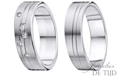 Ovale ringen, in het echt nog gaver dan op de foto! (Palladium trouwringen 6mm breed, met 5 briljant geslepen diamanten -Juwelier de Tijd)
