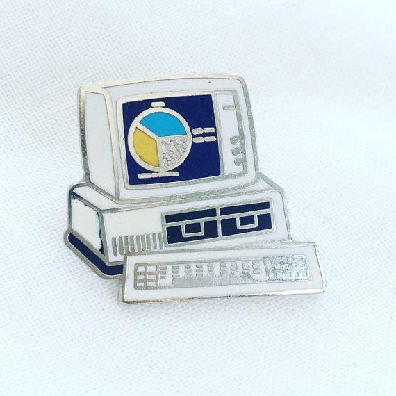 Vintage Computer Emaille Pin 💻  1 hoch | einwandfreiem Zustand | alle anderen Artikel zu kaufen und Stifte Schiff for❗️FREE❗️