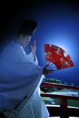 源氏物語 A man dressed in kariginu