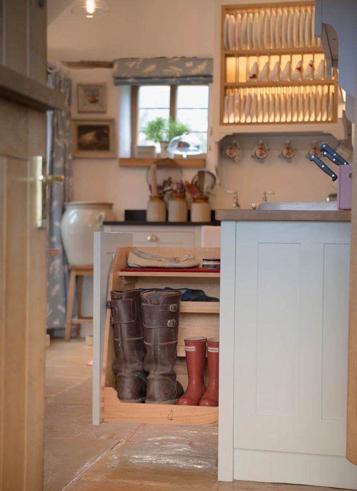 A Cotswold Dream: Classic Kitchen By Auspicious Furniture