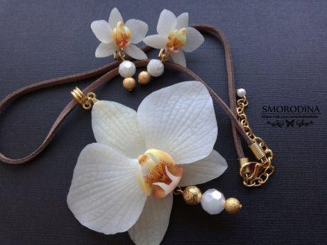 Комплект Белые орхидеи. Очень нежный и воздушный. Лепесточки слегка просвечивают, гибкие. Выполнен из запекаемой полимерной глины. / Путешествие с комфортом