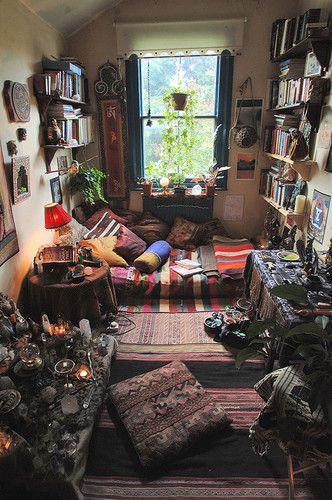 Boho bohemian bedroom floor bed. I wish i had seen this like 2 years ago...